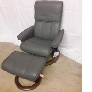 EkornesStressless Admiral Medium Chair & Ottoman Classic Base