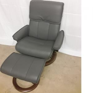 EkornesStressless Admiral Large Chair & Ottoman Classic Base