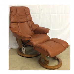 EkornesReno Small Chair & Ottoman Classic Base