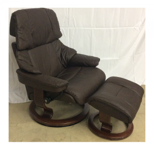 EkornesStressless Reno Large Chair & Ottoman Classic Base